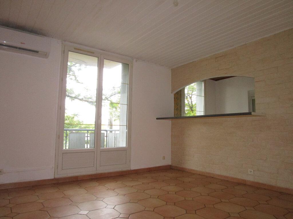 Appartement à louer 4 65.18m2 à Avignon vignette-2