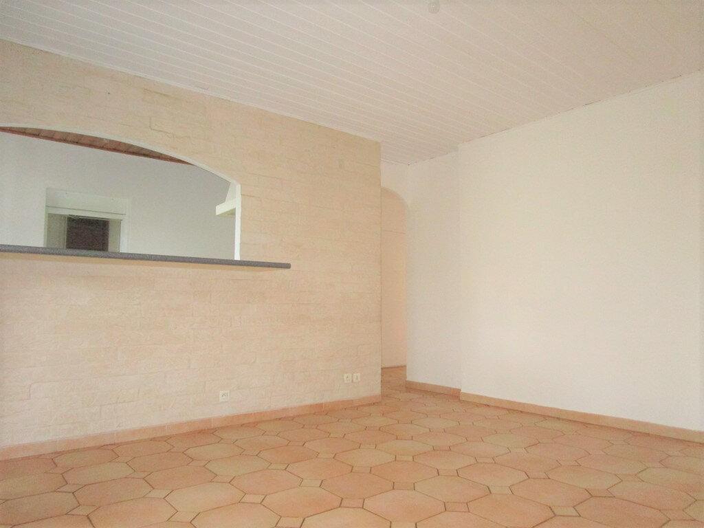Appartement à louer 4 65.18m2 à Avignon vignette-3