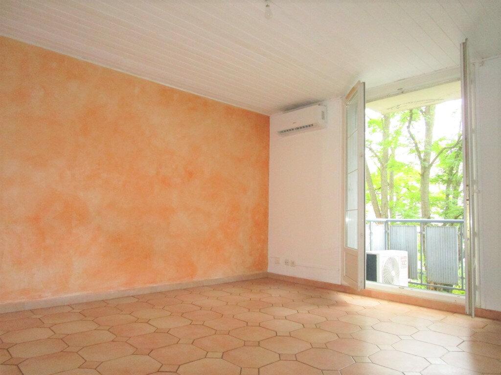 Appartement à louer 4 65.18m2 à Avignon vignette-6