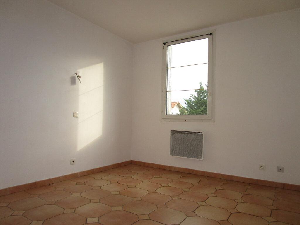 Appartement à louer 4 65.18m2 à Avignon vignette-8