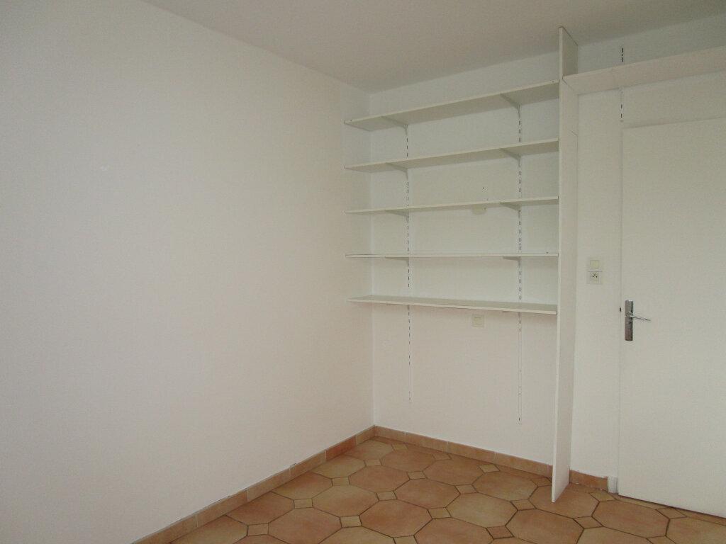 Appartement à louer 4 65.18m2 à Avignon vignette-11