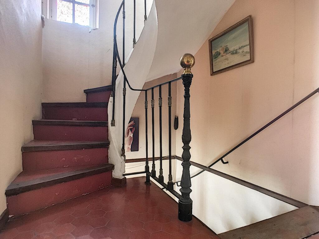 Maison à vendre 4 133.77m2 à Montfavet - Avignon vignette-7