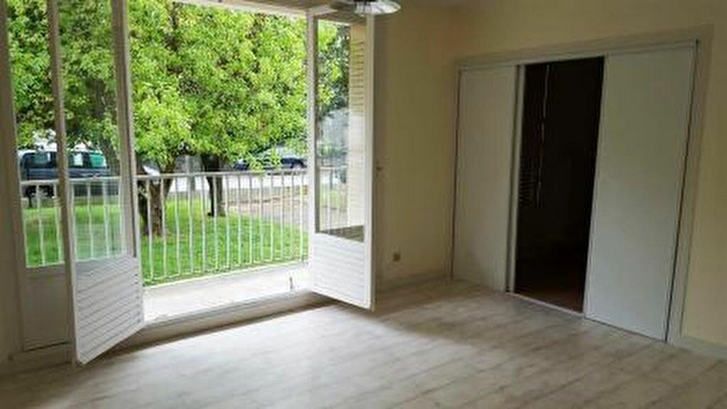 Appartement à louer 2 57m2 à Vienne vignette-1