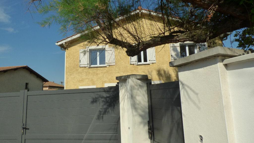 Maison à vendre 8 260m2 à Reventin-Vaugris vignette-1