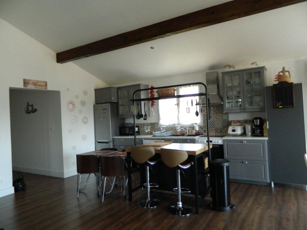 Maison à vendre 8 260m2 à Reventin-Vaugris vignette-3