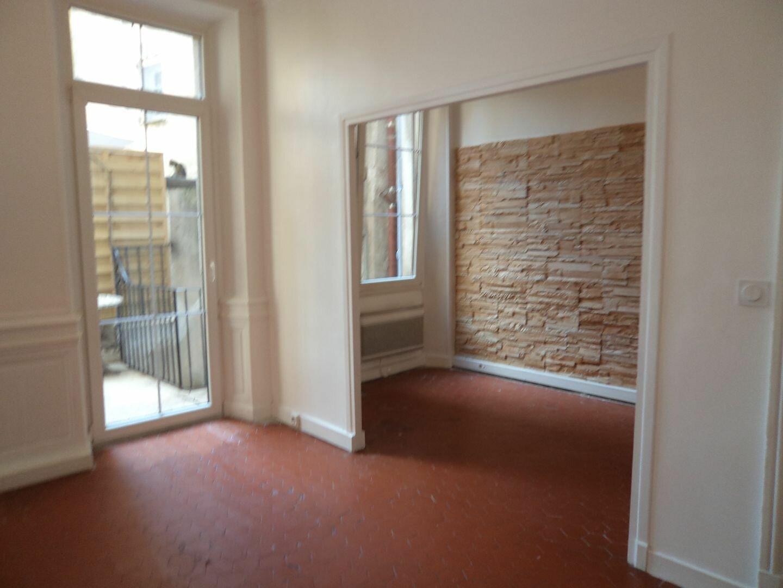 Appartement à louer 1 33m2 à Grasse vignette-1