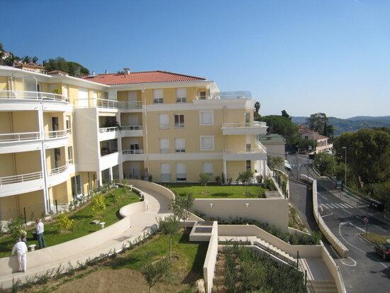 Appartement à louer 2 46m2 à Grasse vignette-2