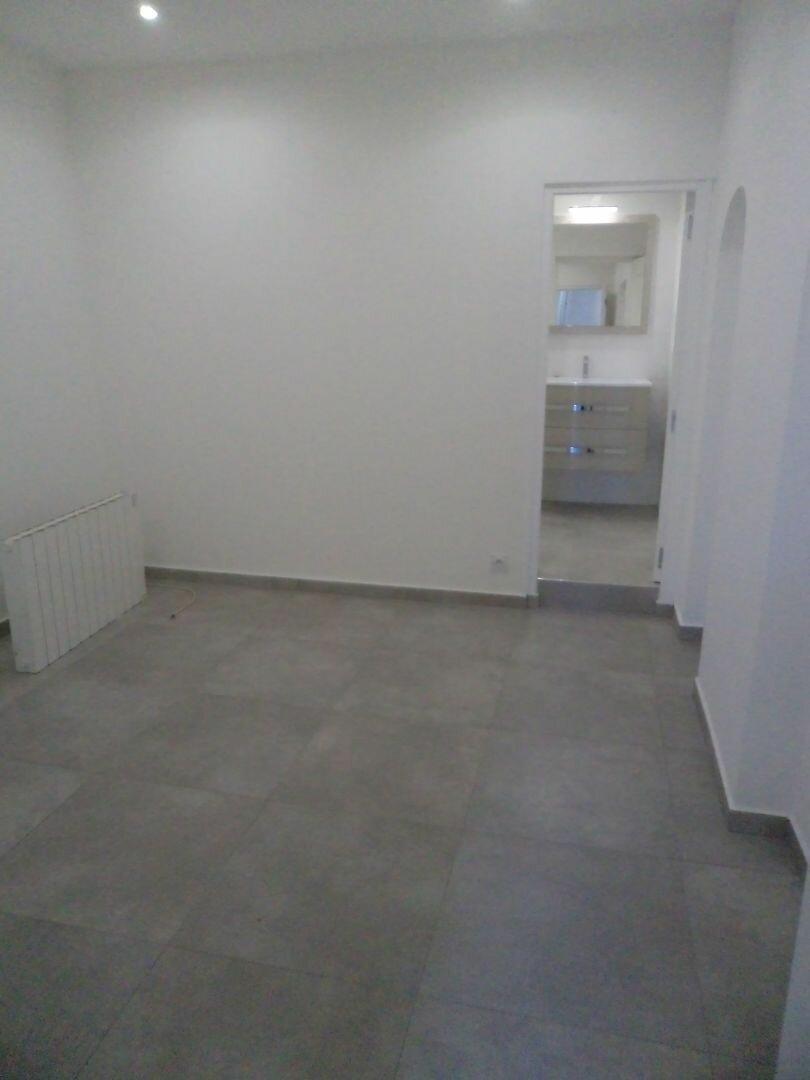 Appartement à louer 2 42m2 à Grasse vignette-4