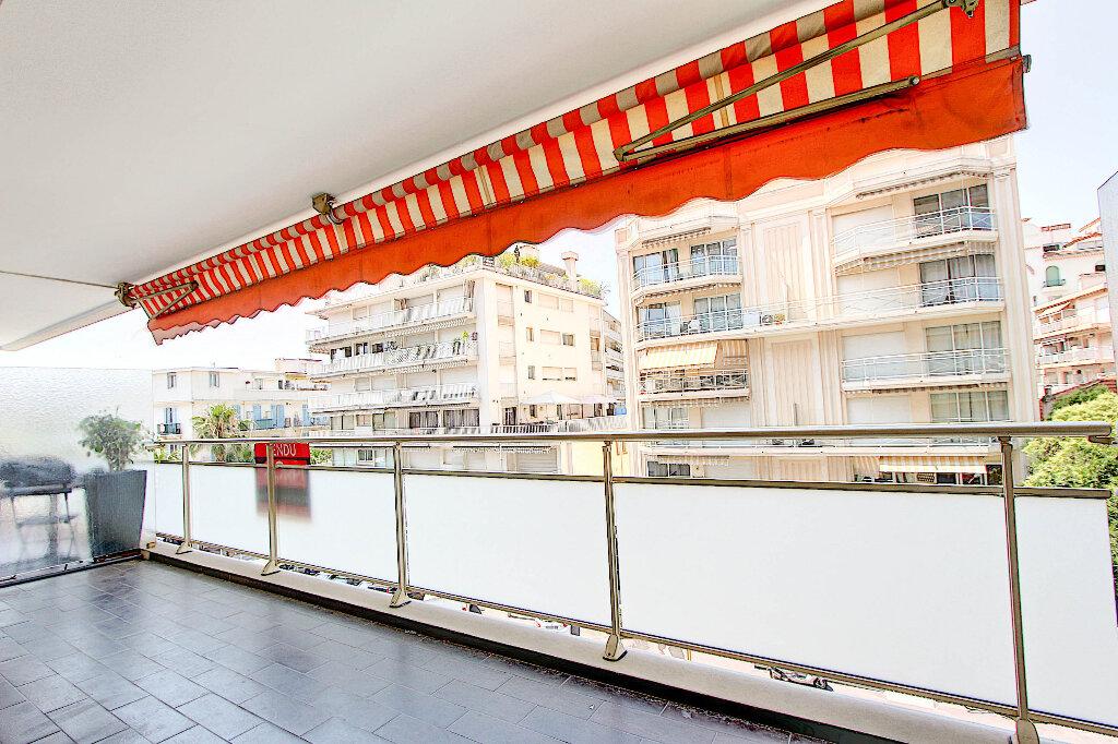 Appartement à vendre 3 70m2 à Juan-les-Pins - Antibes vignette-2