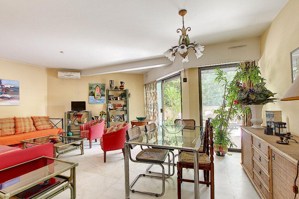 Appartement à vendre 3 70m2 à Juan-les-Pins - Antibes vignette-3