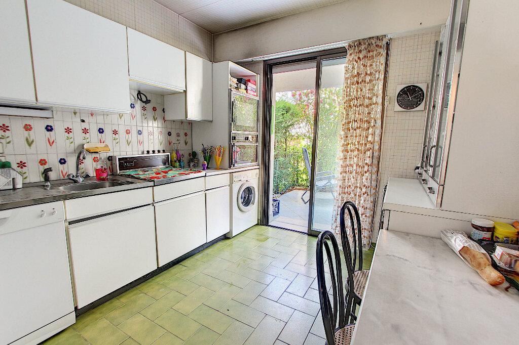 Appartement à vendre 3 70m2 à Juan-les-Pins - Antibes vignette-4