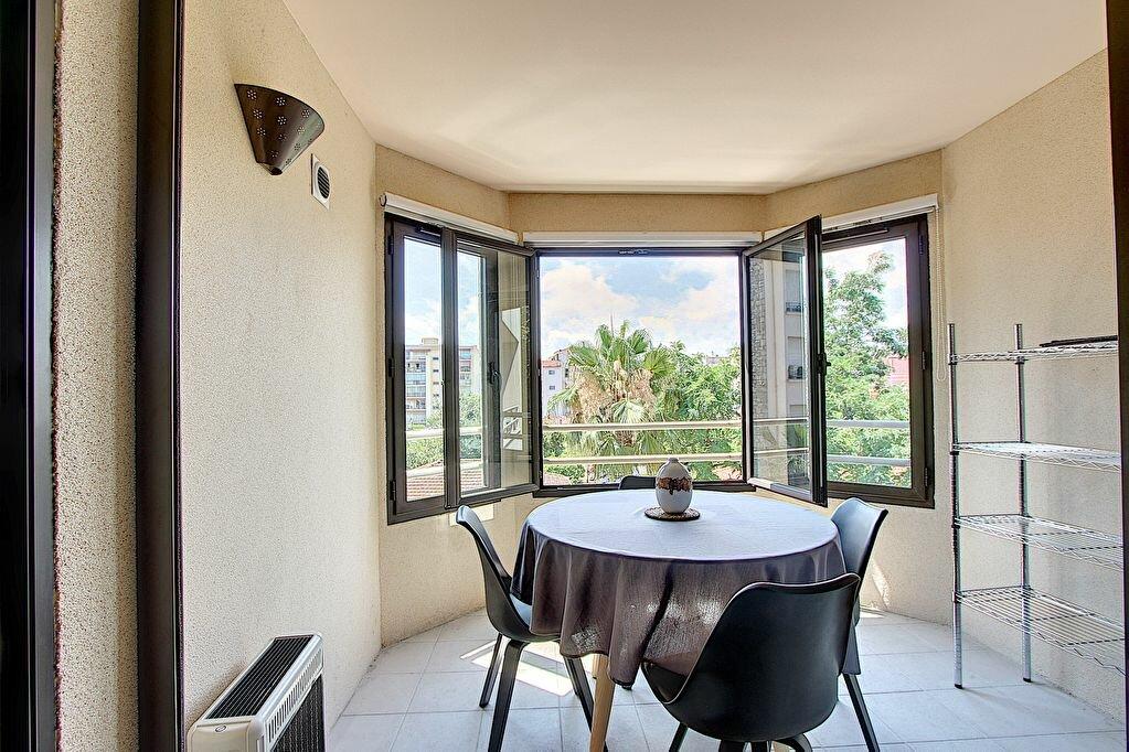 Appartement à vendre 2 41m2 à Juan-les-Pins - Antibes vignette-2