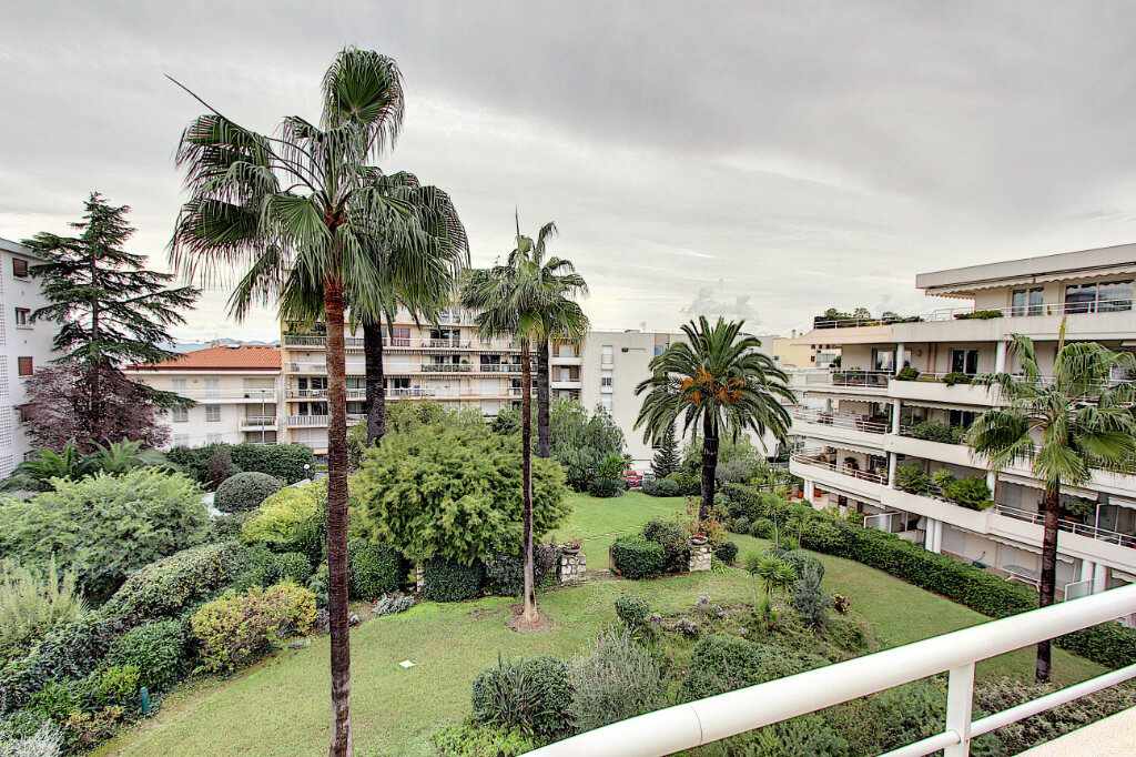 Appartement à vendre 4 98m2 à Juan-les-Pins - Antibes vignette-1