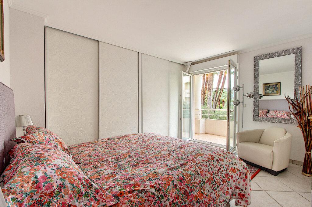 Appartement à vendre 4 98m2 à Juan-les-Pins - Antibes vignette-5