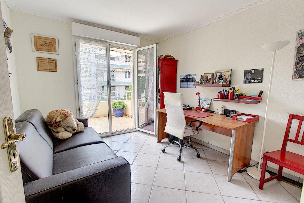 Appartement à vendre 4 98m2 à Juan-les-Pins - Antibes vignette-9