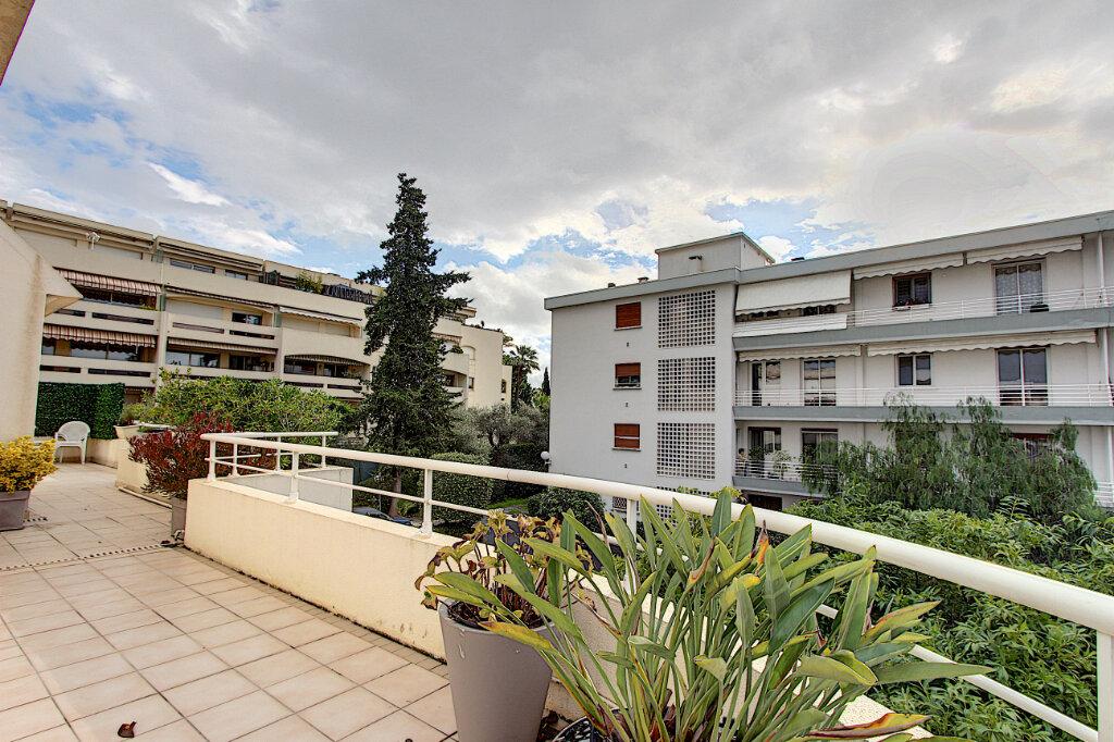Appartement à vendre 4 98m2 à Juan-les-Pins - Antibes vignette-10