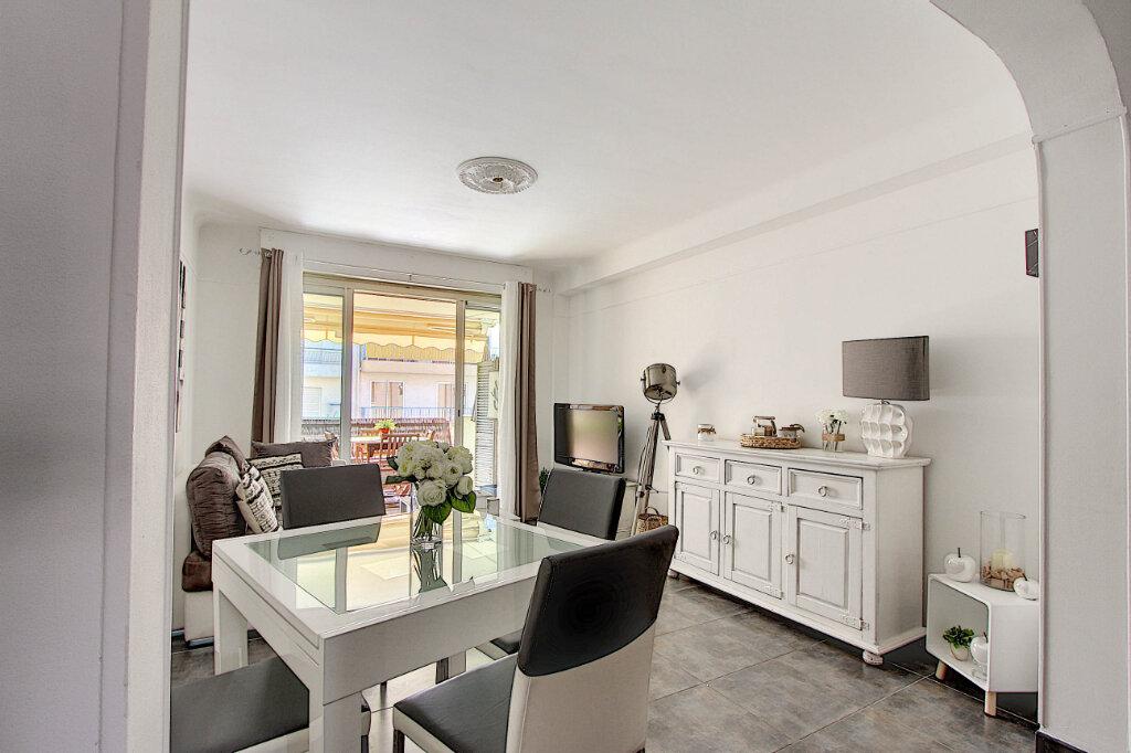 Appartement à vendre 3 67m2 à Juan-les-Pins - Antibes vignette-2