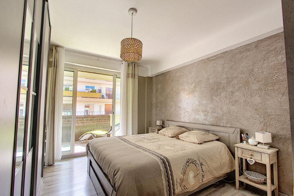 Appartement à vendre 3 67m2 à Juan-les-Pins - Antibes vignette-4