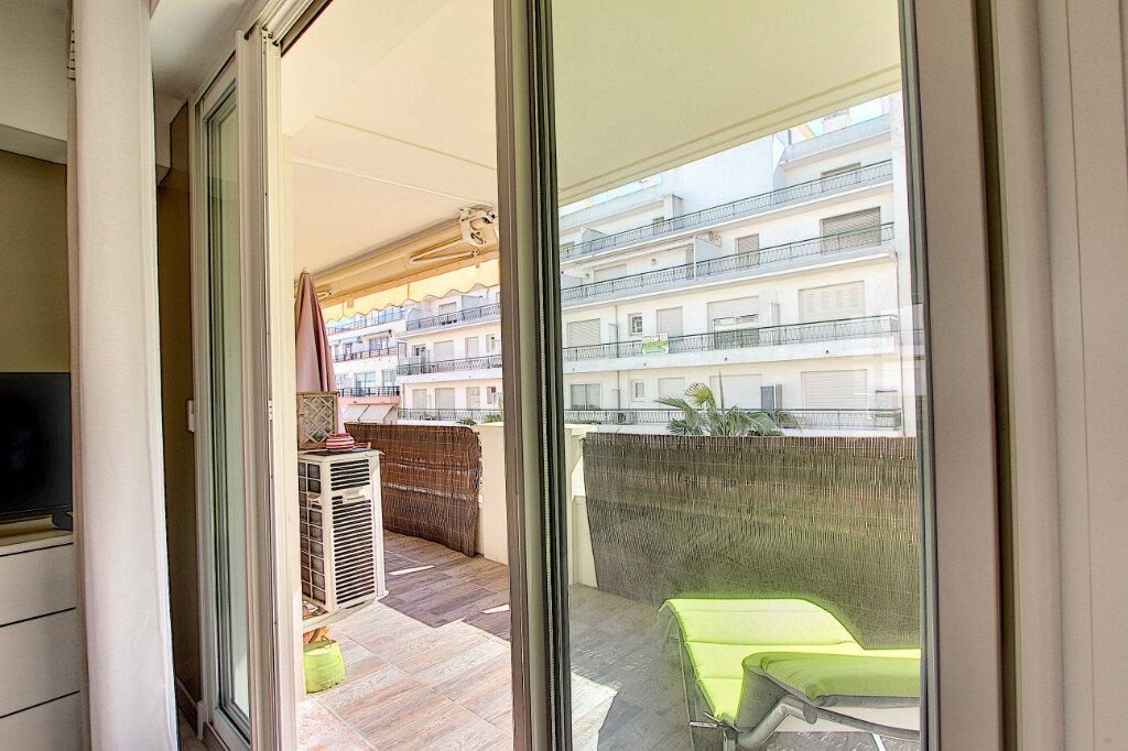 Appartement à vendre 3 67m2 à Juan-les-Pins - Antibes vignette-5