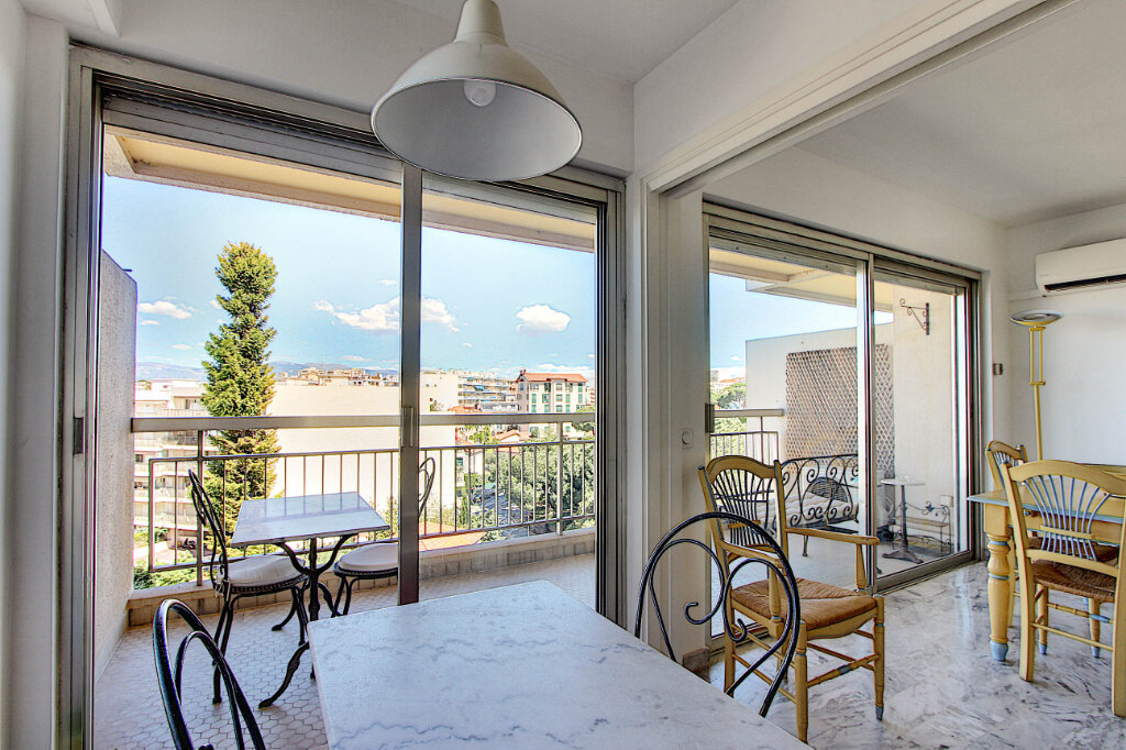 Appartement à vendre 2 48m2 à Juan-les-Pins - Antibes vignette-3