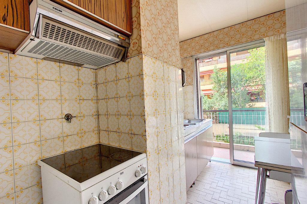 Appartement à vendre 2 58m2 à Juan-les-Pins - Antibes vignette-3