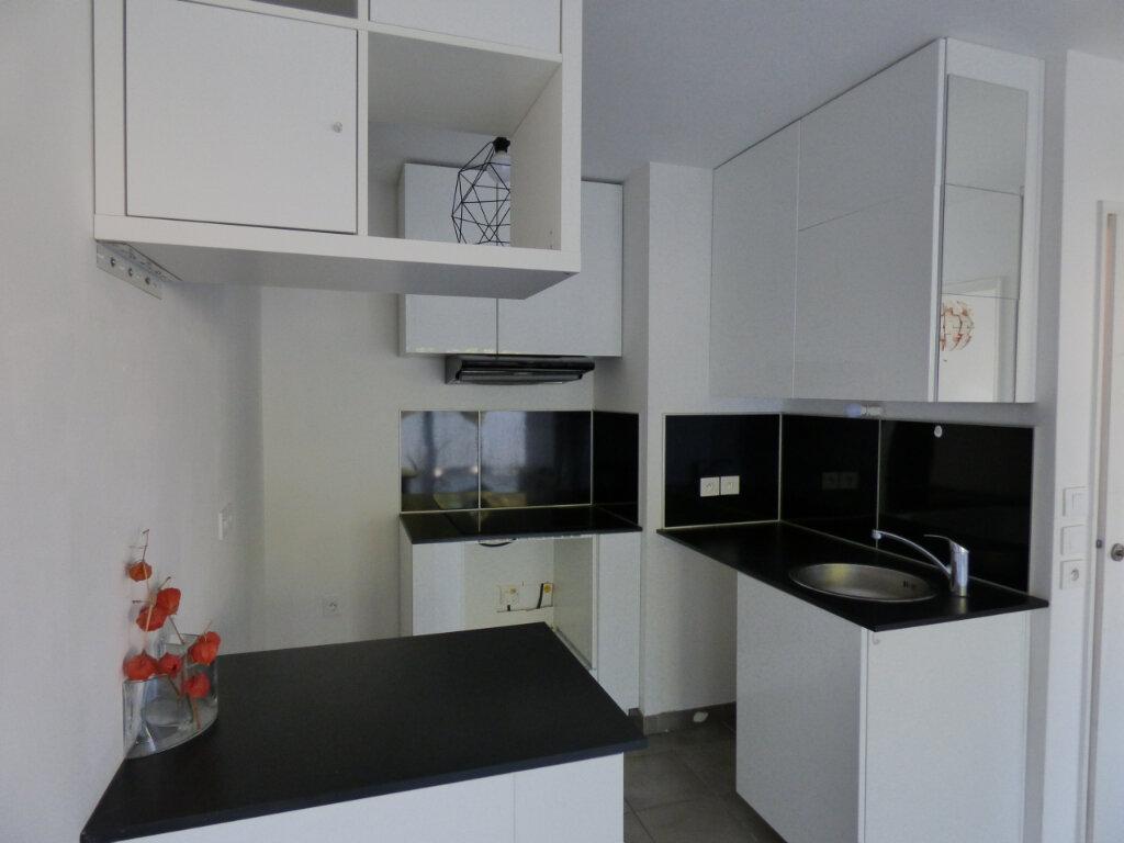 Appartement à louer 2 39.89m2 à Antibes vignette-2