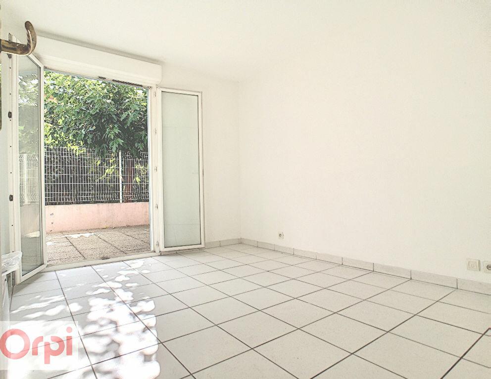 Appartement à louer 3 62.64m2 à Vallauris vignette-3