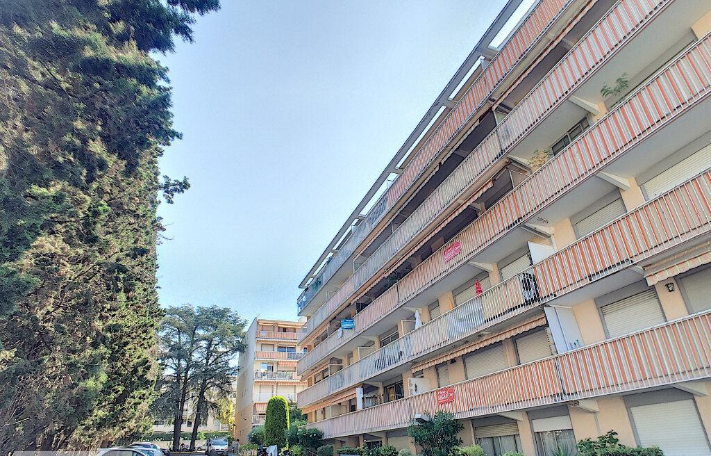 Appartement à louer 2 50.8m2 à Vallauris vignette-2
