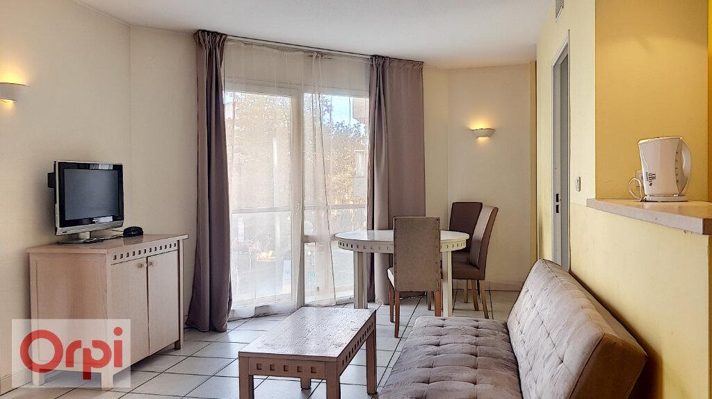 Appartement à louer 3 52.28m2 à Cannes vignette-1