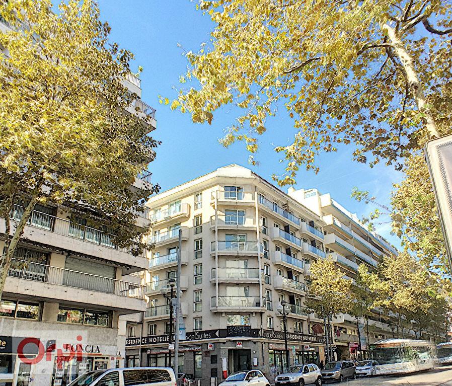 Appartement à louer 3 52.28m2 à Cannes vignette-9