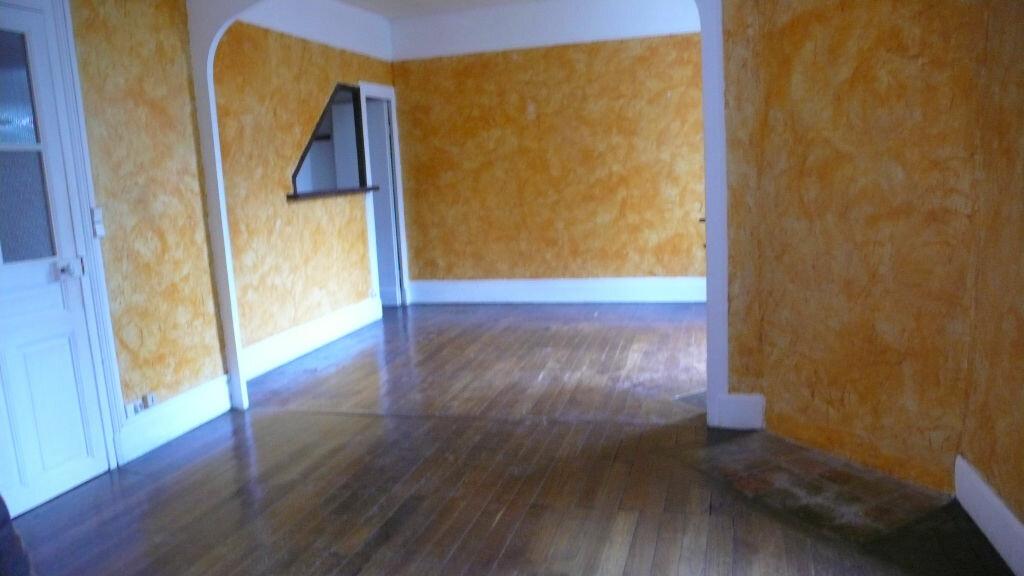 Appartement à louer 3 65m2 à Cosne-Cours-sur-Loire vignette-2
