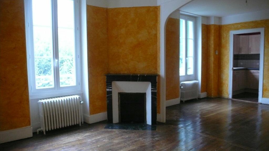 Appartement à louer 3 65m2 à Cosne-Cours-sur-Loire vignette-3