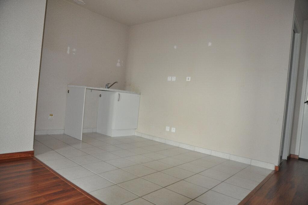 Appartement à louer 3 57m2 à Cosne-Cours-sur-Loire vignette-2