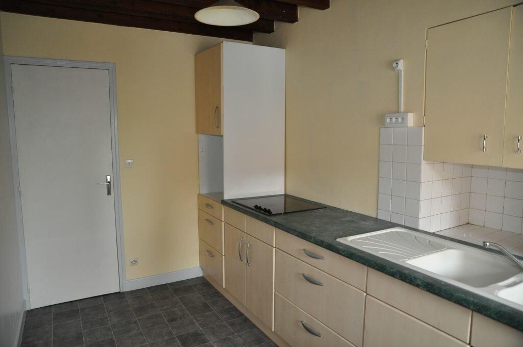 Appartement à louer 3 56m2 à Cosne-Cours-sur-Loire vignette-2