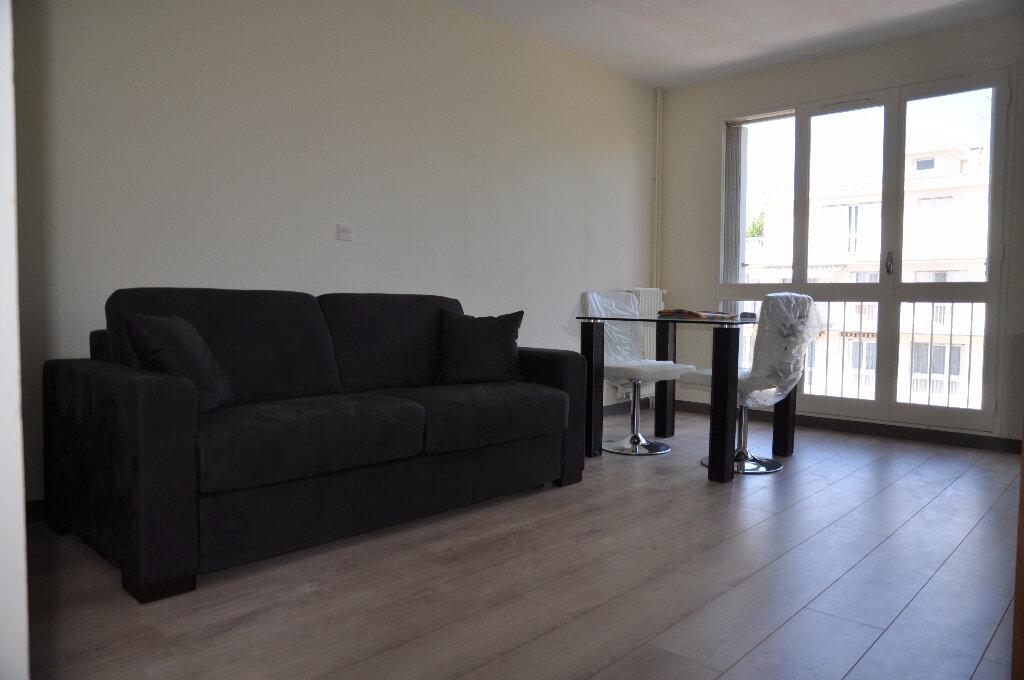 Appartement à louer 1 32m2 à Cosne-Cours-sur-Loire vignette-1