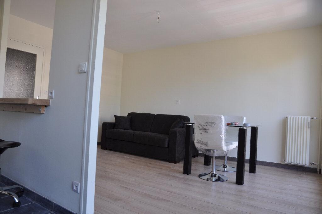 Appartement à louer 1 32m2 à Cosne-Cours-sur-Loire vignette-2