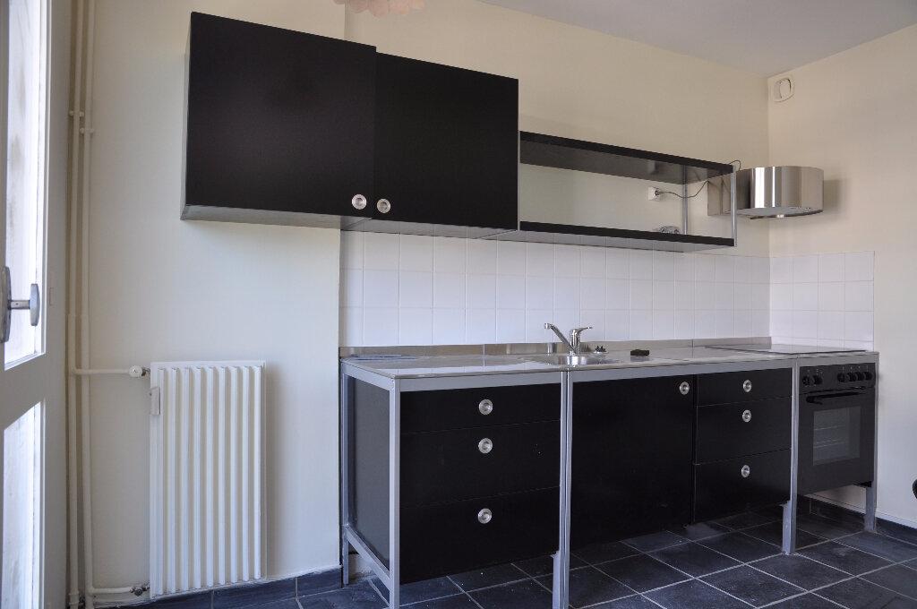 Appartement à louer 1 32m2 à Cosne-Cours-sur-Loire vignette-3