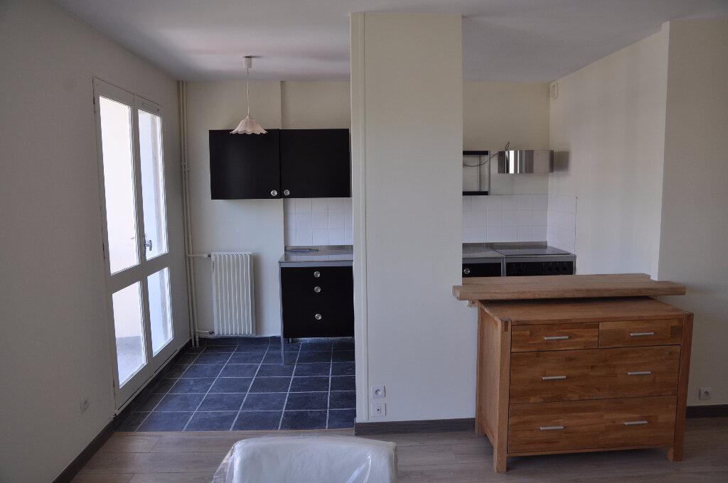 Appartement à louer 1 32m2 à Cosne-Cours-sur-Loire vignette-4