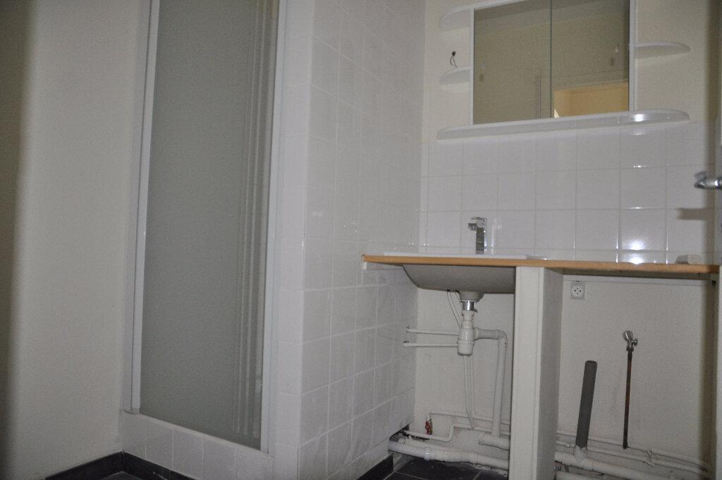 Appartement à louer 1 32m2 à Cosne-Cours-sur-Loire vignette-5