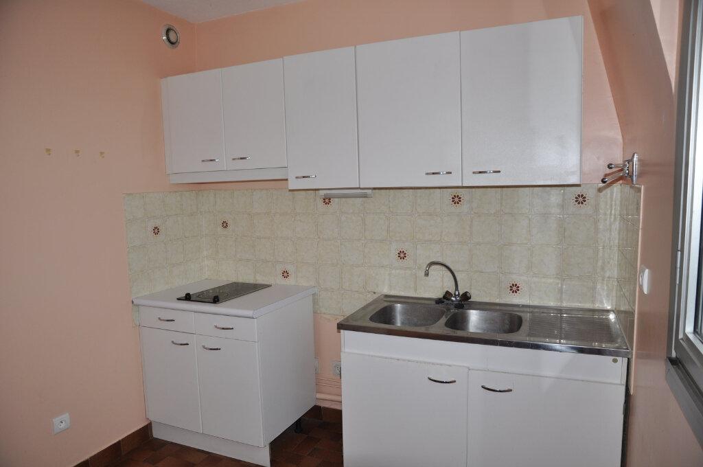Appartement à louer 3 64m2 à Cosne-Cours-sur-Loire vignette-2