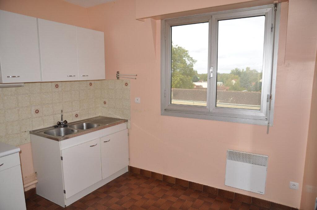 Appartement à louer 3 64m2 à Cosne-Cours-sur-Loire vignette-3