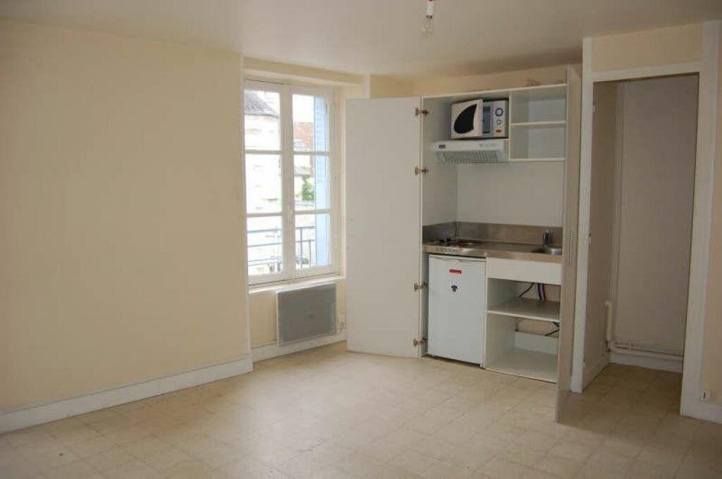 Appartement à louer 1 31m2 à Saint-Satur vignette-2