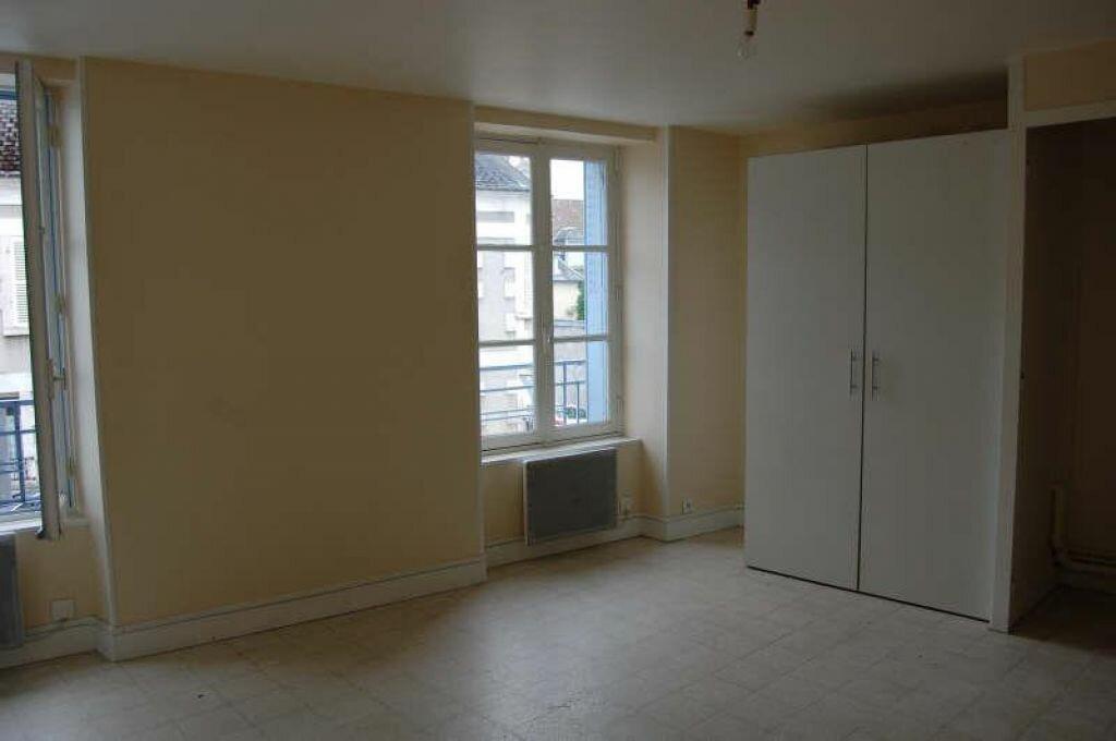 Appartement à louer 1 31m2 à Saint-Satur vignette-3