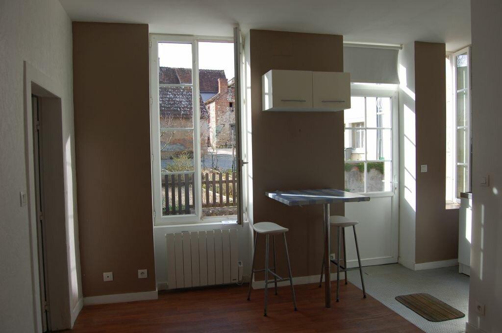 Appartement à louer 2 35m2 à Sancerre vignette-2