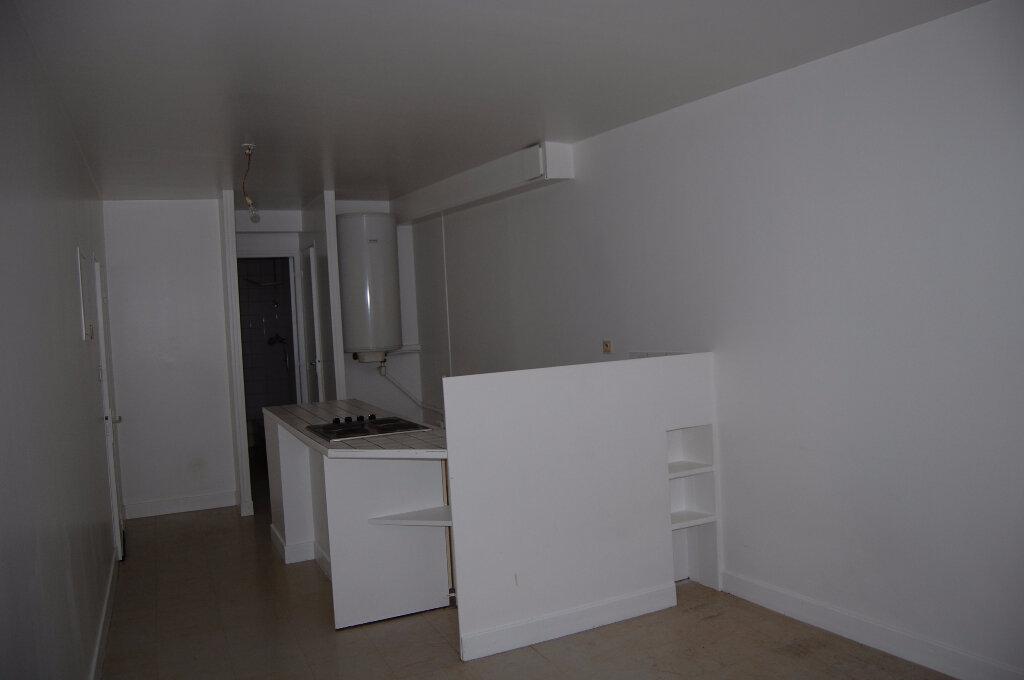 Appartement à louer 2 30m2 à Sancerre vignette-3