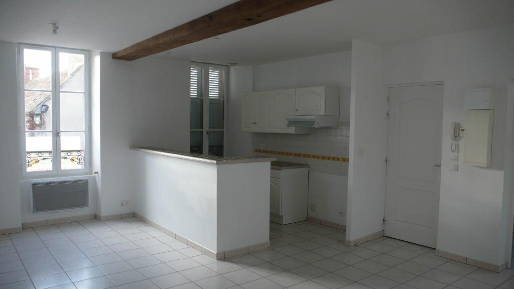 Appartement à louer 3 55.35m2 à Léré vignette-1