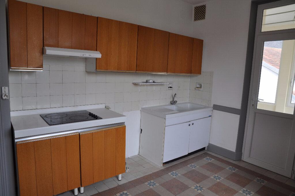 Appartement à louer 4 95m2 à Cosne-Cours-sur-Loire vignette-3