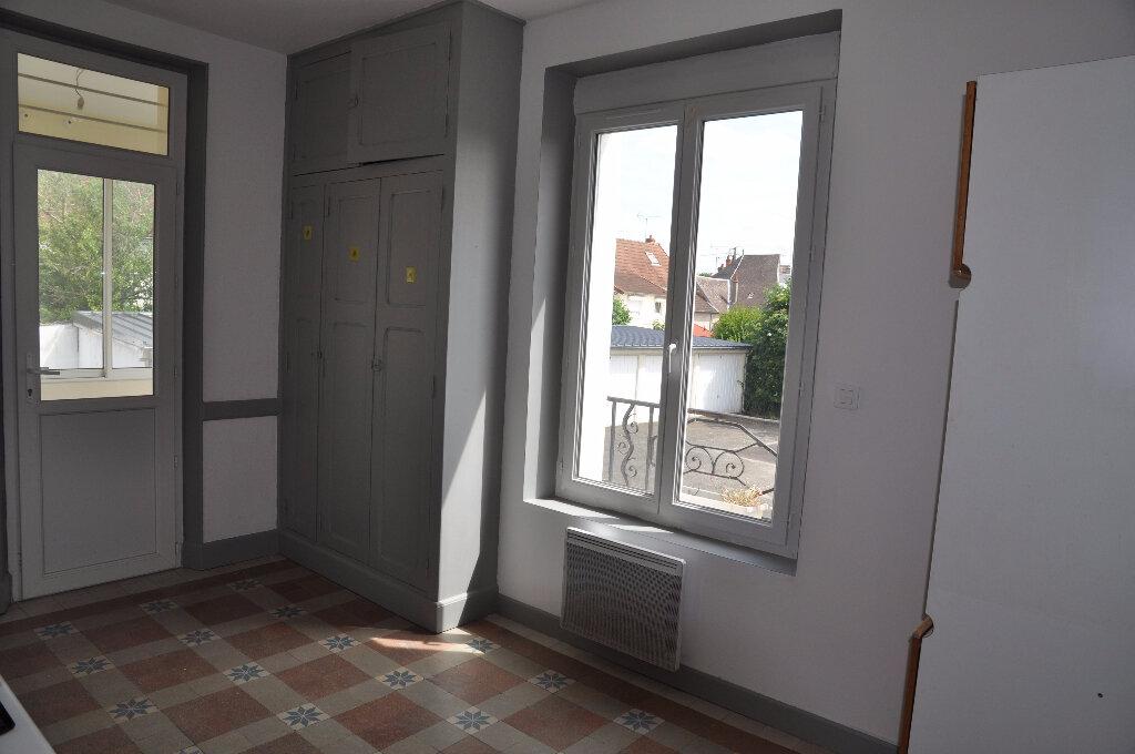 Appartement à louer 4 95m2 à Cosne-Cours-sur-Loire vignette-5