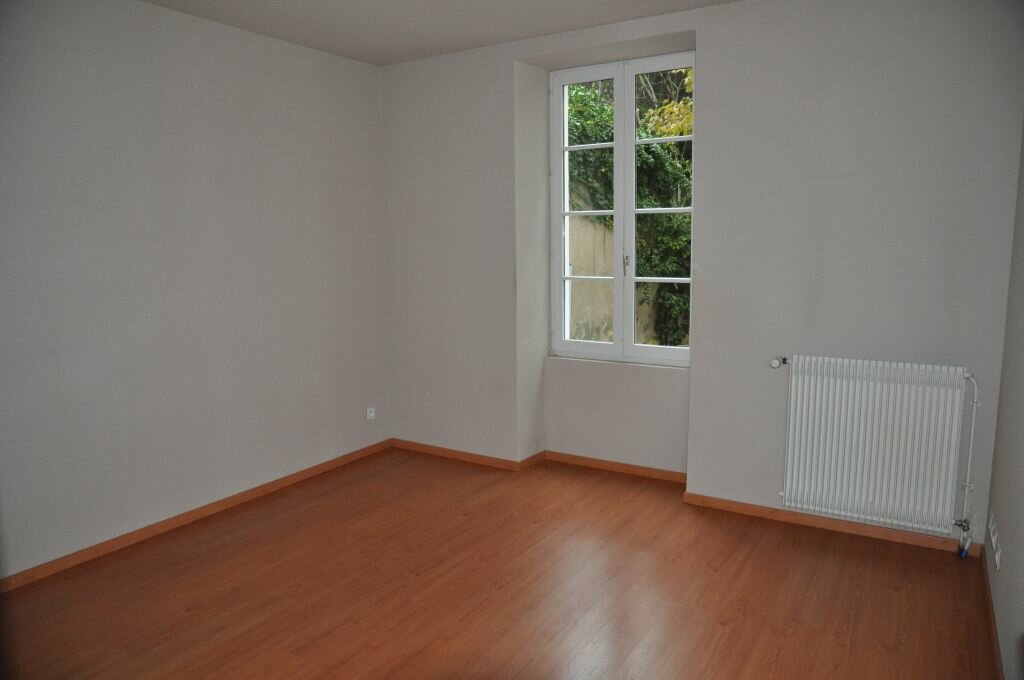 Appartement à louer 3 75.42m2 à Cosne-Cours-sur-Loire vignette-1
