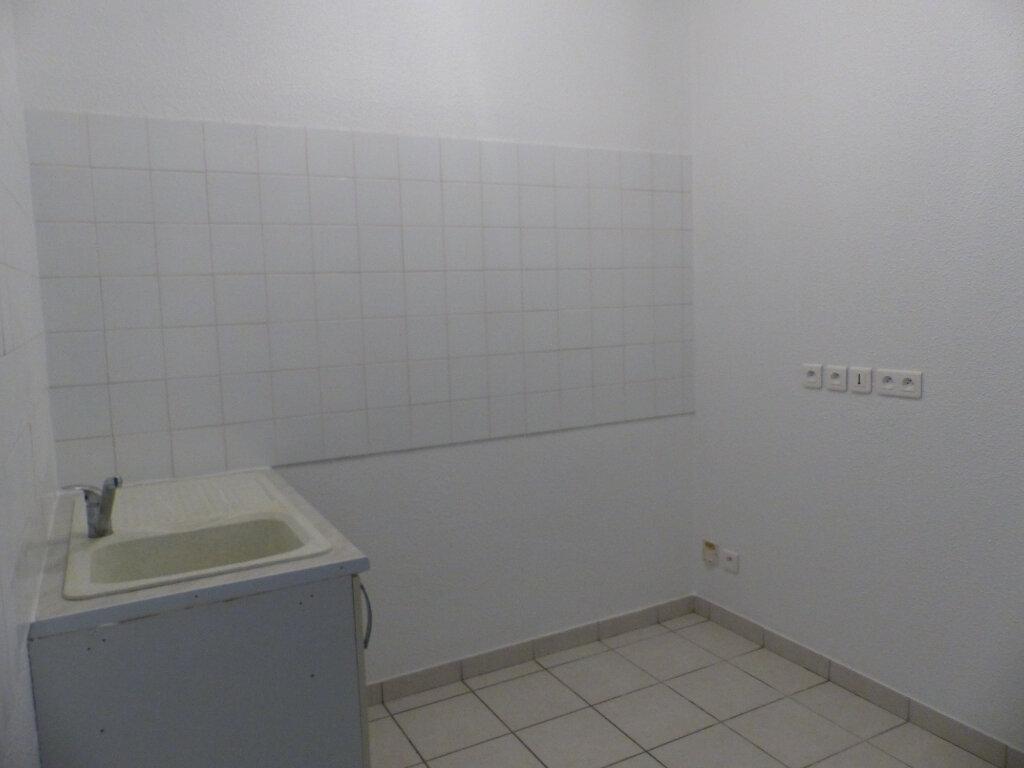 Appartement à louer 3 75.42m2 à Cosne-Cours-sur-Loire vignette-3